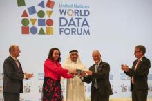 Abdulla Nasser Lootah, Director General, FCSA, UAE, presents a silver falcon to Maya Tissafi, Ambassador of Switzerland to the UAE, as the host of the next World Data Forum. Image: IISD/ENB | Kiara Worth