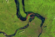 Data provided by optical and radar satellites are used to generate maps of flood