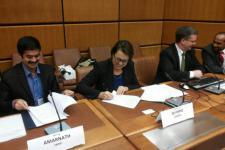 Ms Simonetta di Pippo (UNOOSA) and Dr Giriraj Amarnath (IWMI) signed a memorandum of understanding making IWMI UN-SPIDER's latest RSO.